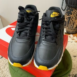 Nike Air Max 90 LTR Size 7 Youth (9/ 9.5 Women)